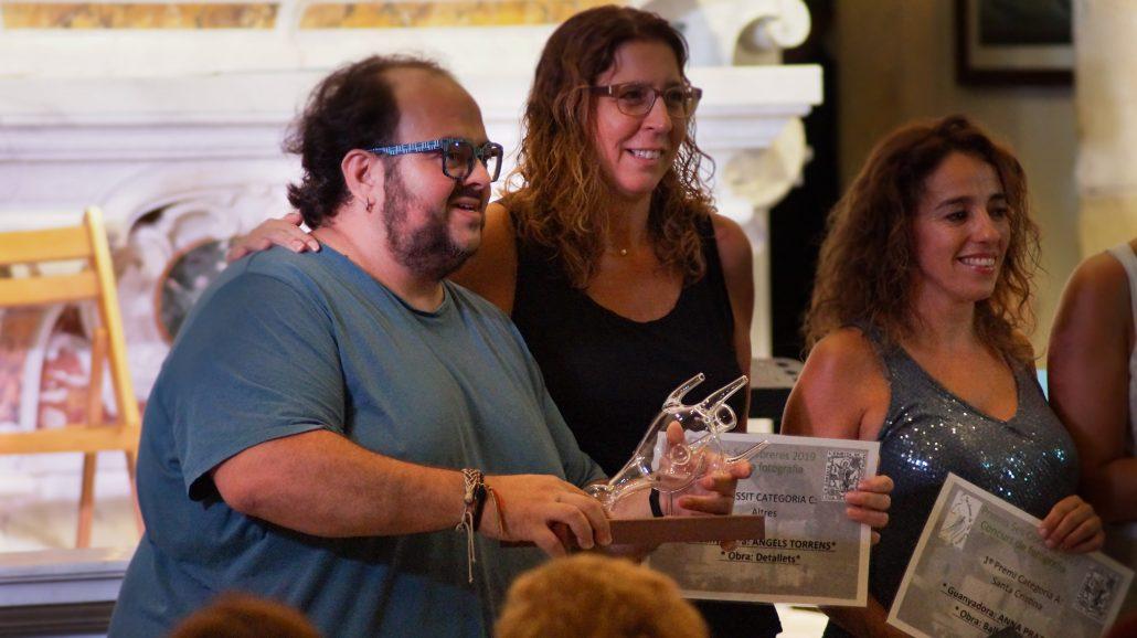 Paco Moreno recollint el premi de Ses Obreres
